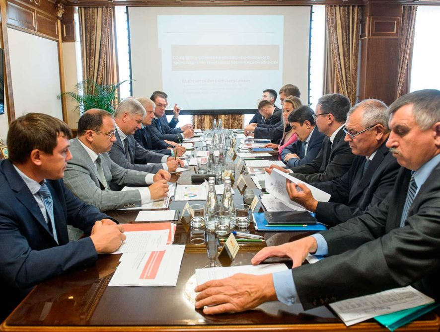 Александр Гусев и Игорь Левитин провели совещание по пространственному развитию и повышению связанности территорий