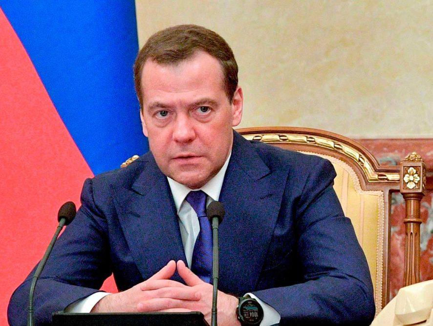 Медведев поздравил работников дорожного хозяйства с профессиональным праздником