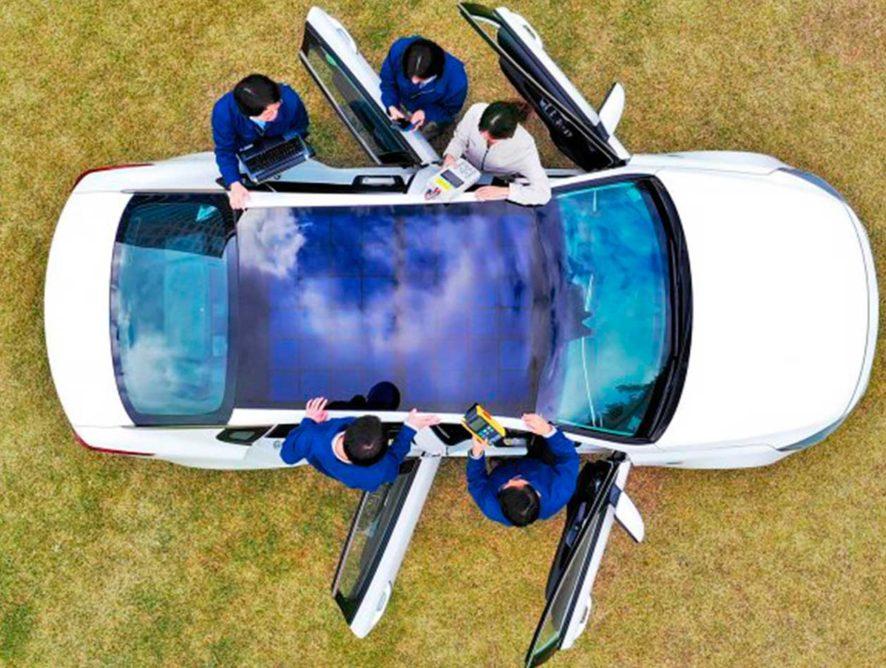 Hyundai и Kia начали оснащать свои автомобили солнечными панелями