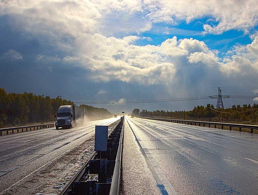 На некоторых дорогах в России планируют увеличить лимит скорости