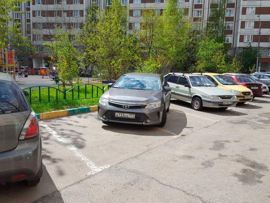 В городах начинают действовать единые правила парковок