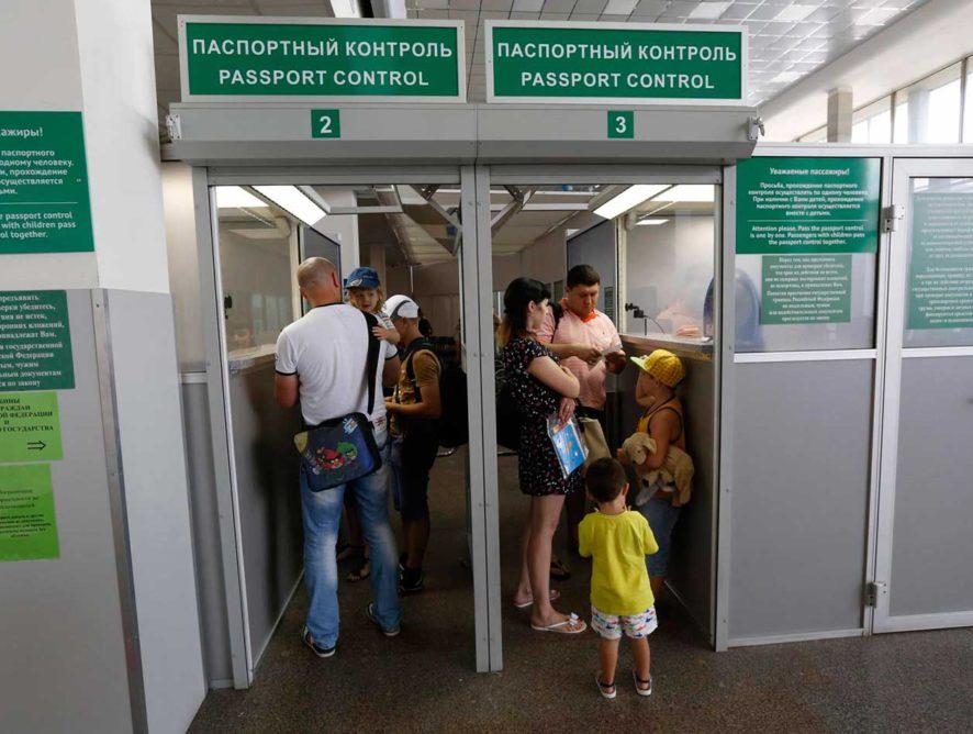 В российских аэропортах может появиться автоматический паспортный контроль