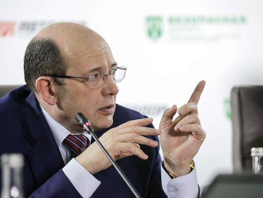"Медведев уволил главу ""Автодора"""