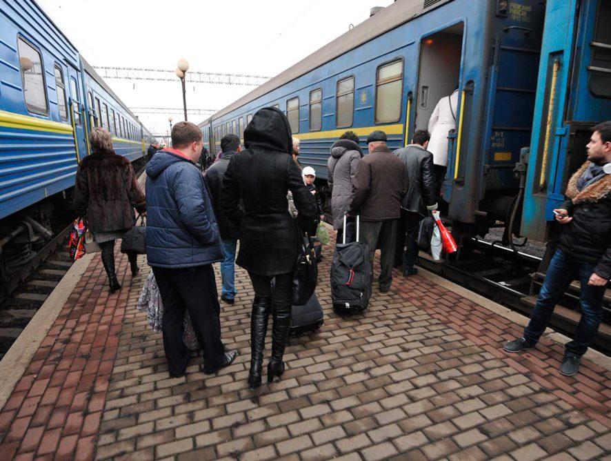 Украина сократила число пассажирских поездов в Россию