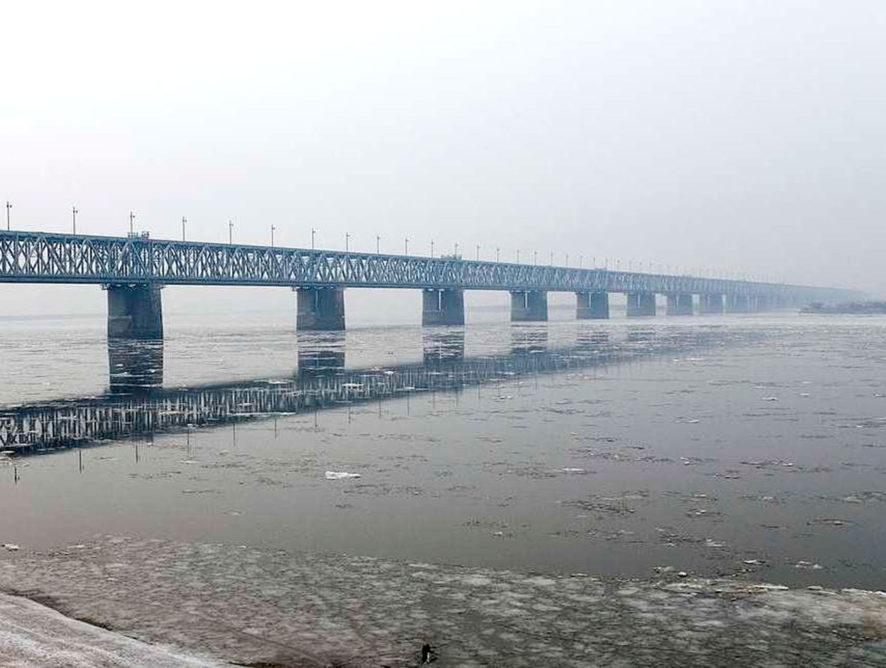 Россия и Китай завершили работы по соединению моста через Амур