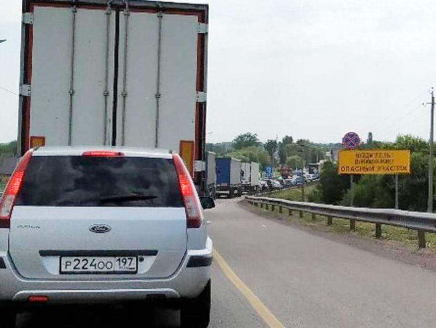 Об изнуряющей пробке на М-4 «Дон» предупредили водителей