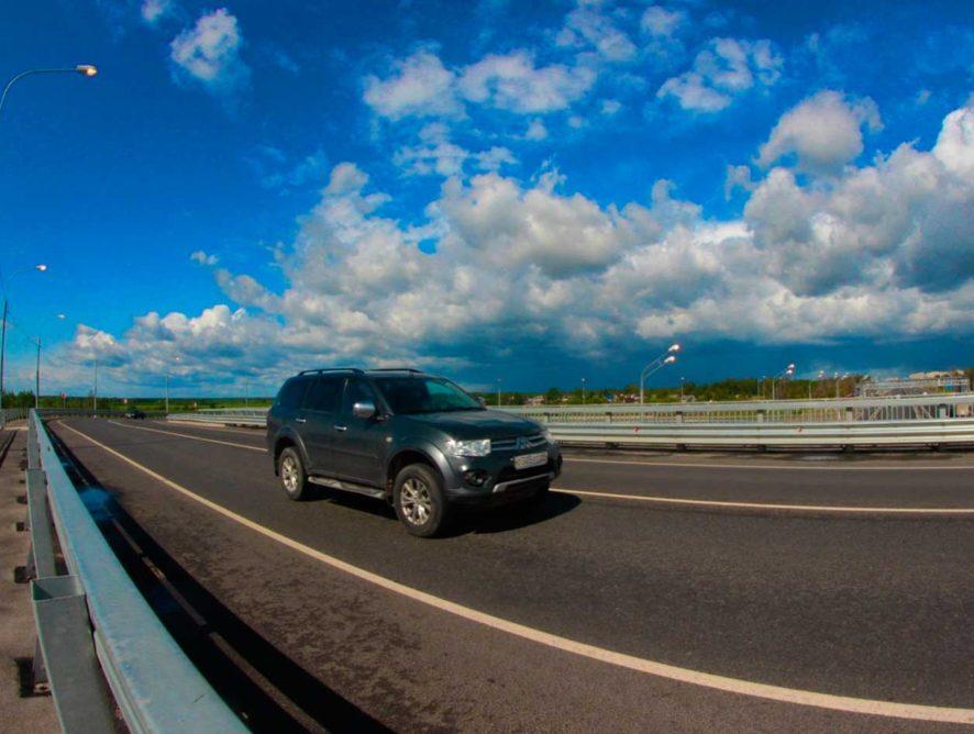 Путин поручил разработать государственную программу по безопасности на дорогах