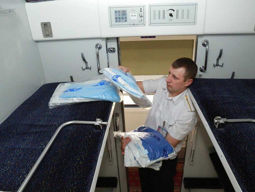В РЖД прояснили, кто должен собирать постельное белье в поезде