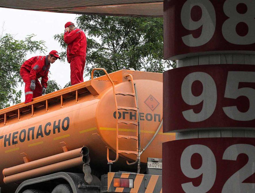 В Госдуме предложили снизить цены на бензин из-за удешевления нефти
