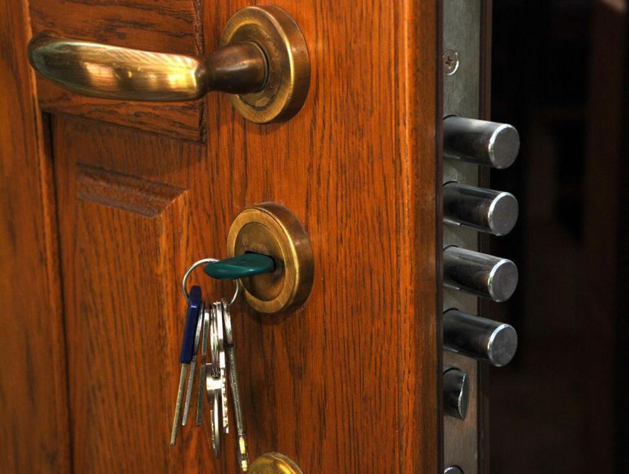 Экс-замглавы воронежской ГИБДД купил спорные квартиры лично за наличку
