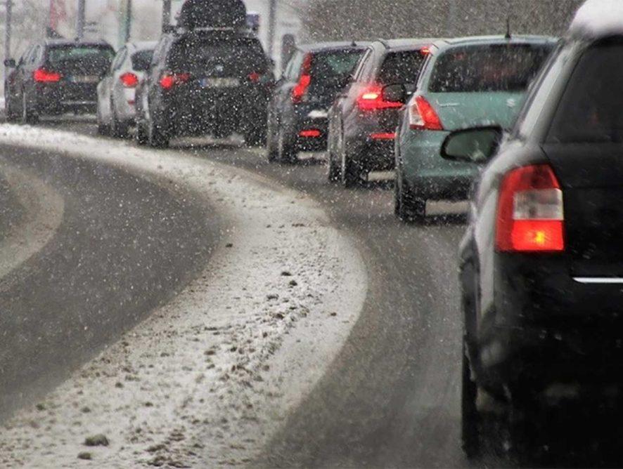 После первого снегопада в Воронеже «пошли в расход» 2,6 тыс. тонн песка